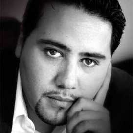Retrato de Adrián Chávez